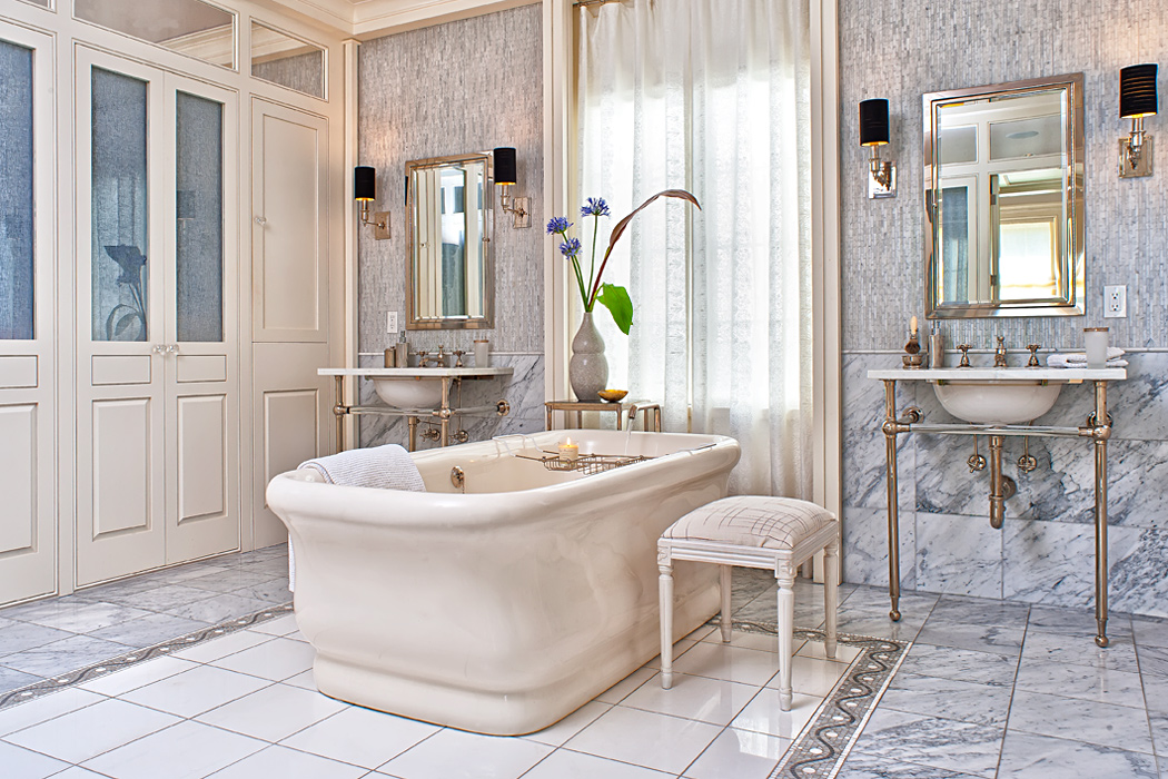 Master bath tub and cabinetry